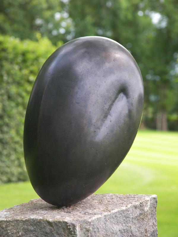 Gehurkt I, brons, 23x13x12 cm
