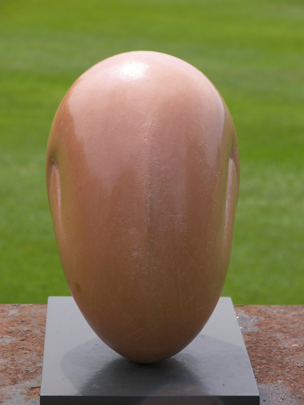 Gehurkt II, keramiek, 23x13x12 cm